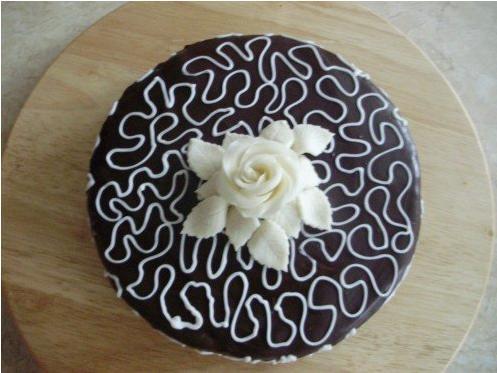 čokoládový dort s pařížskou šlehačkou