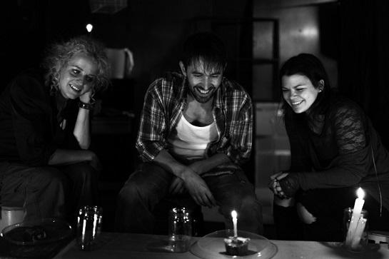 Vzácná chvíle klidu... (Diana Šoltýsová, Daniel Bambas a Barbora Vovsíková), foto Petr Florián