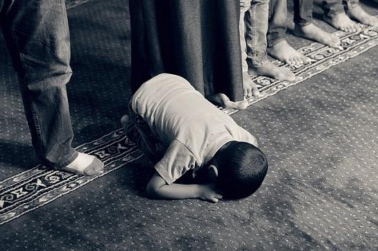 islám chlapec modlení