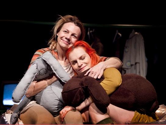 Rodina je prostě rodina... (foto: archiv divadla)